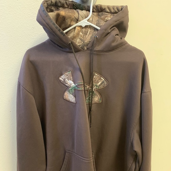 Under Armour Other - Under Armour hoodie with camp emblem and hood
